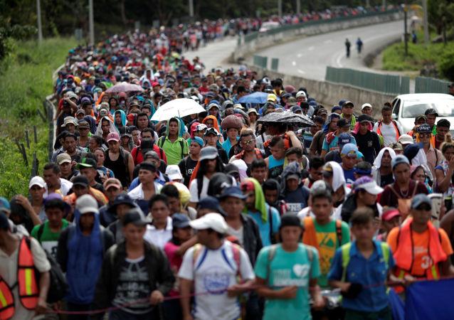 Caravana de migrantes da América Central se dirige para a fronteira entre o México e os EUA