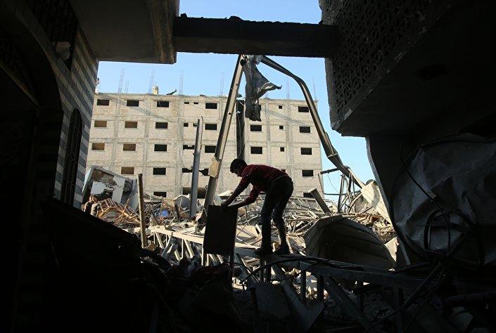 Resultado de um dos ataques com mísseis lançados por Israel na Faixa de Gaza (foto de arquivo)