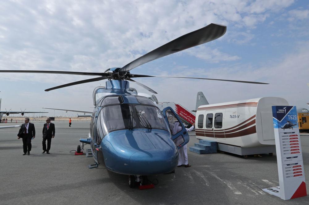 Helicóptero turco TAI T625 durante Show Aéreo Internacional Bahrein 2018, em 14 de novembro de 2018