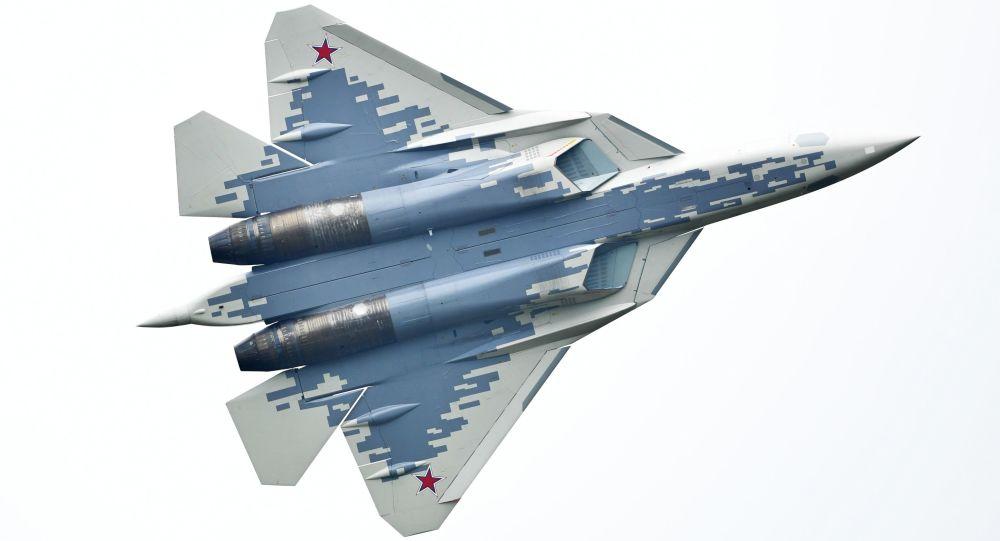 Caça multifuncional russo Su-57 durante o fórum EXÉRCITO 2018, no aeródromo de Kubinka