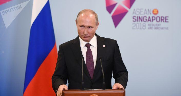 Presidente russo Vladimir Putin na coletiva de imprensa em Singapura