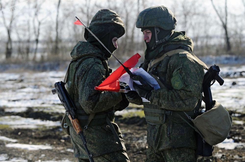 Os exercícios decorreram no polígono Kuzminsky na região russa de Rostov, tendo sido associados ao Dia das Forças de Mísseis e Artilharia