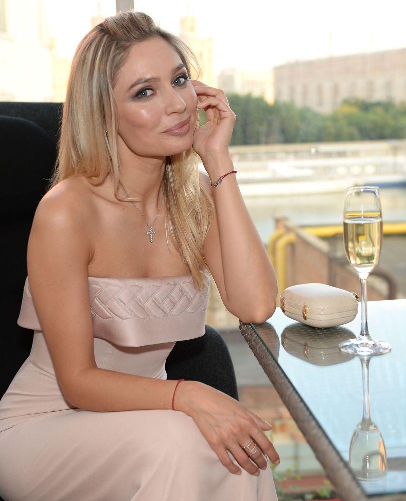 Atriz Natalia Rudova participa de um evento da revista Hello durante o 37º Festival Internacional de Cinema de Moscou