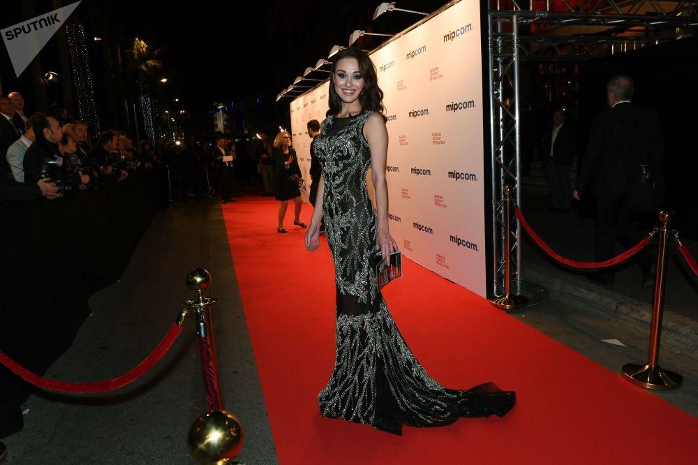 Atriz Yulia Frants durante a MIPCOM, Feira do Setor de Produção de Televisão e Telenovelas, em Cannes