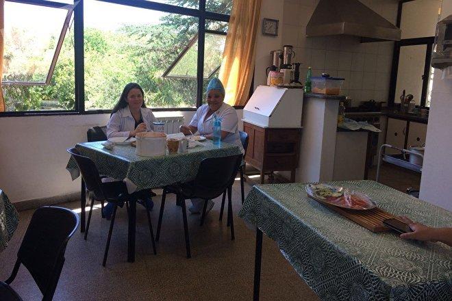 Refeitório da residência dos médicos cubanos no Uruguai