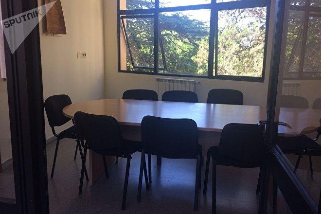Sala de reuniões na residência dos médicos cubanos no Uruguai
