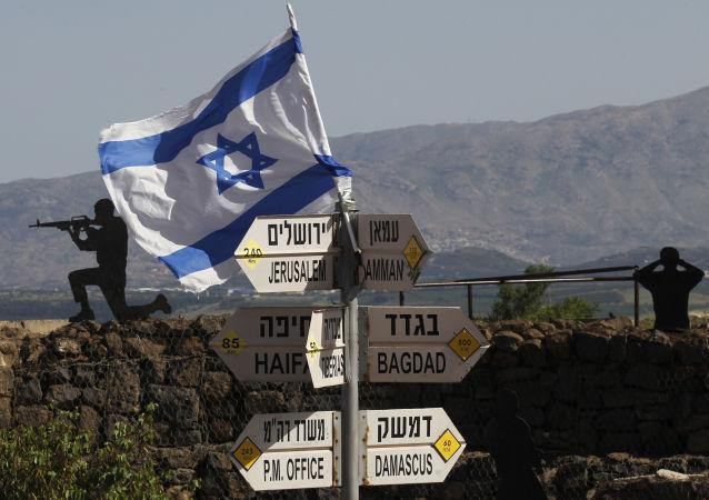 Bandeira israelense no Monte Bental, nas Colinas de Golã, que são controladas por Israel (foto de arquivo)
