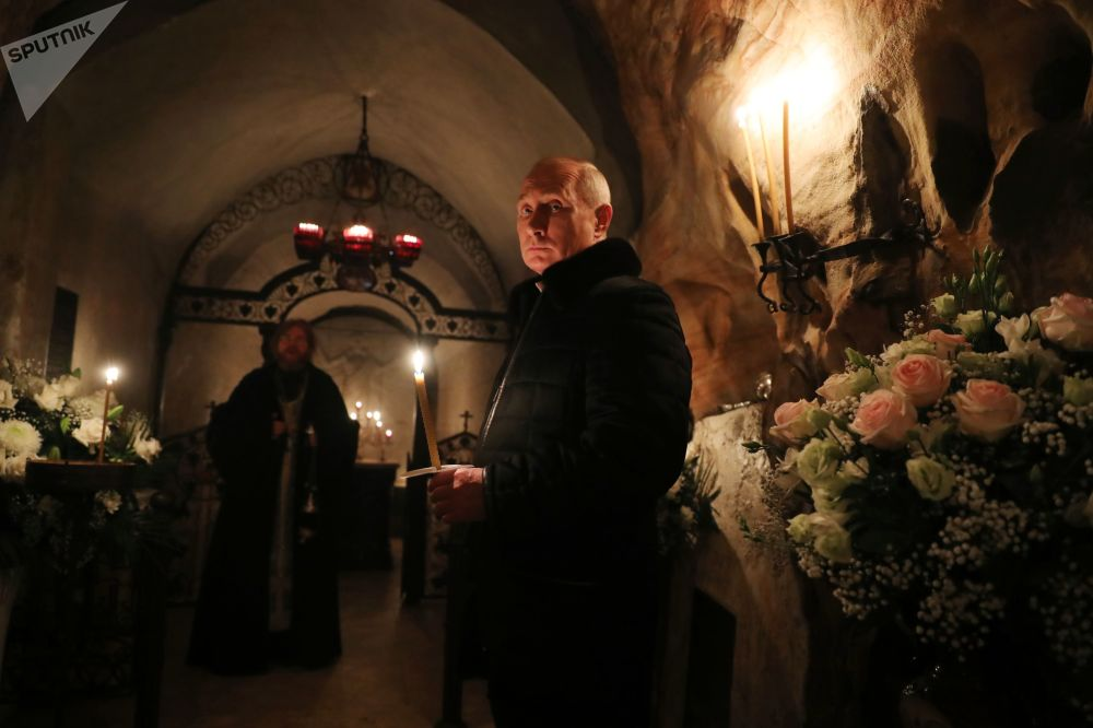 Presidente da Rússia, Vladimir Putin, visita o Mosteiro Pskovo-Pechersky