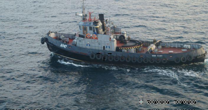 Navios ucranianos atravessando ilegitimamente a fronteira com a Rússia