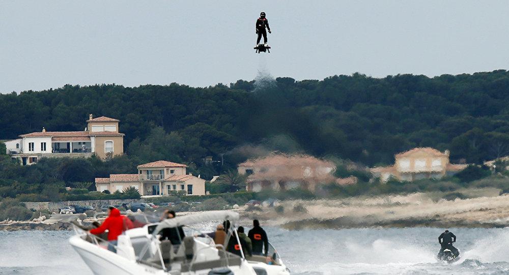 Skate voador desenvolvido por Franky Zapata