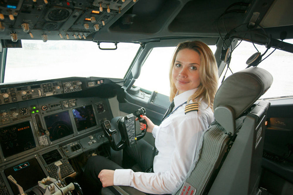 Svetlana Eremenko, a primeira jovem pilota da companhia aérea bielorrussa Belavia