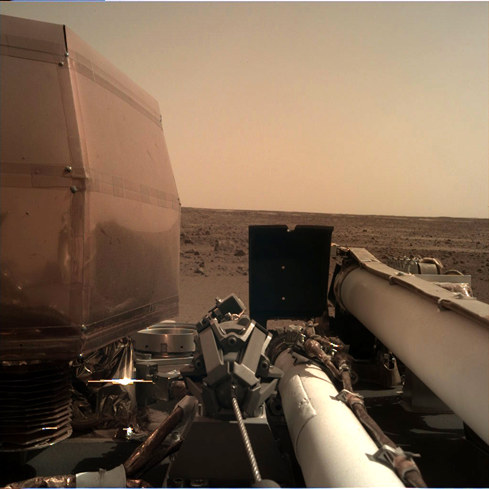 Vista da superfície de Marte gravada pela sonda InSight da NASA