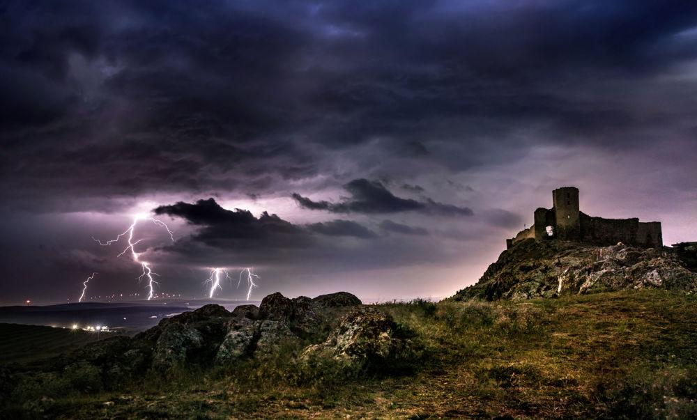 Fortaleza romena de Enisala, imagem da fotógrafa Diana Buzoianu