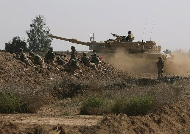 Militares das Forças Armadas dos EUA participando de um treinamento em Taji, Iraque (arquivo)