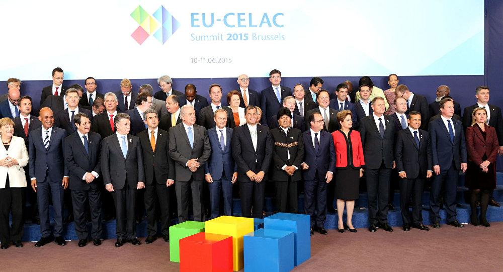 Foto oficial da Cúpula Celac–União Europeia.