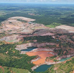 Vista aérea das atividades mineiras no Pantanal mato-grossense, 8 de março de 2018