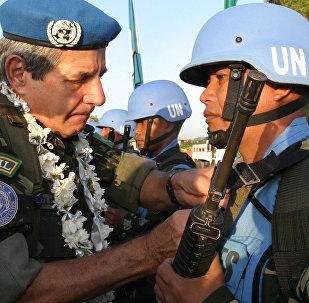 Augusto Heleno participa evento no Haiti, em 2005.