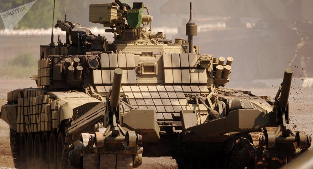 Veículo de desminagem BMR-3M com dispositivo de varredura KMT-7 (foto de arquivo)