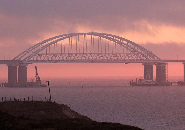 Nascer do sol no Estreito de Kerch, Crimeia (Rússia), 26 de novembro de 2018
