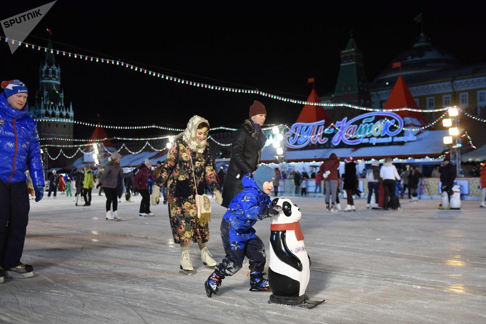 A pista e feira permanecerão abertas para os moscovitas e visitantes até 28 de fevereiro.