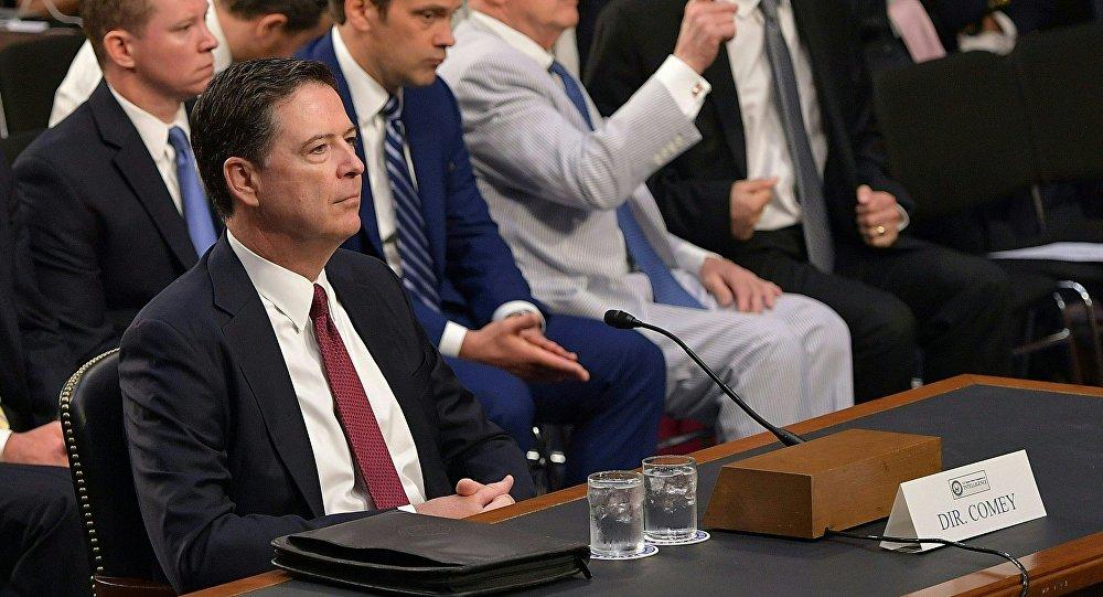 O ex-diretor do FBI James Comey depõe ao Comitê de Inteligência do Senado dos EUA.