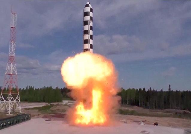 Testes de lançamento de mísseis Sarmat (imagem referencial)