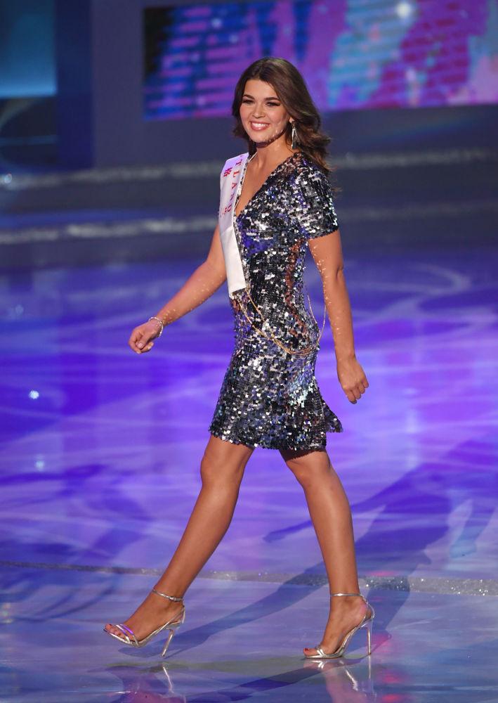 Miss Escócia, Linzi McLelland, desfila no 68º concurso Miss Mundo 2018