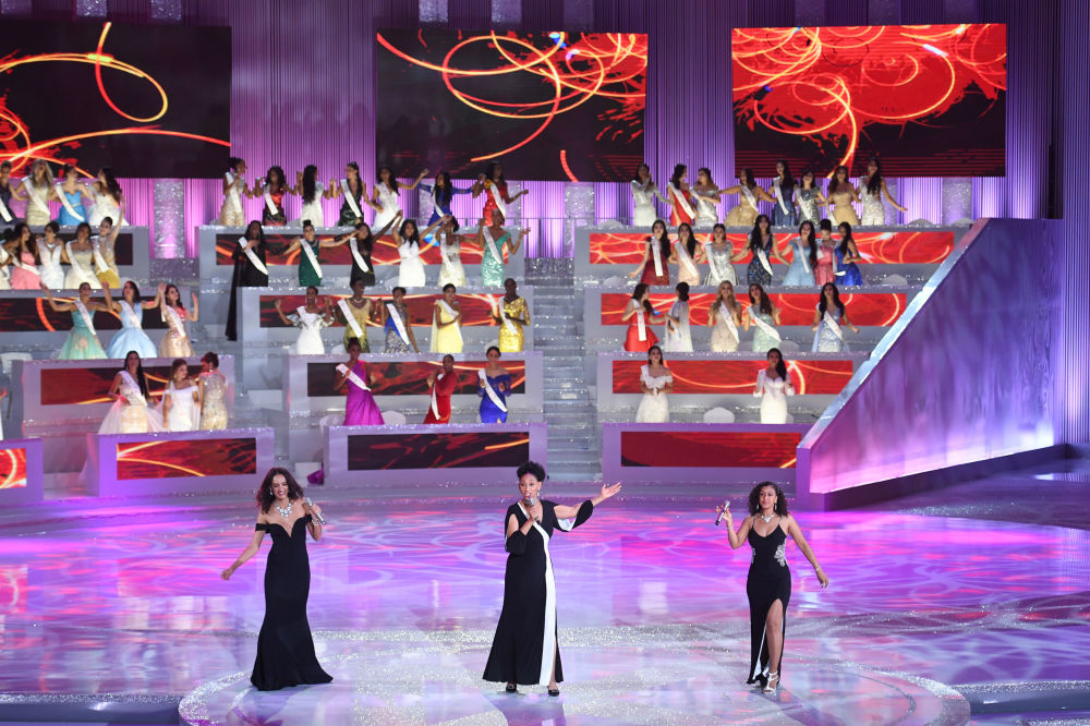 Candidatas dançam na final do concurso Miss Mundo 2018 na China