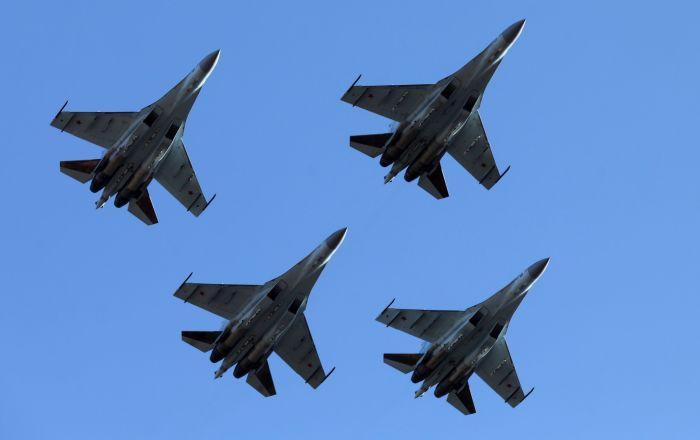 Истребители Су-35С пилотажной группы Соколы России в небе над аэродромом Центральная Угловая под Владивостоком