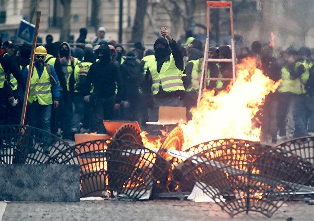 Protestos dos coletes amarelos em Paris, França, 8 de dezembro de 2018