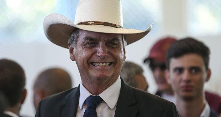 O presidente eleito, Jair Bolsonaro, participa de almoço com artistas sertanejos, no Clube do Exército, em Brasília.