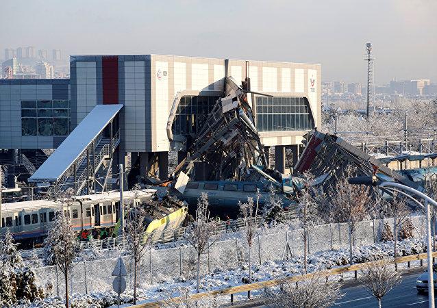 Colisão entre um trem e uma locomotiva de manobra na Turquia, 13 de dezembro