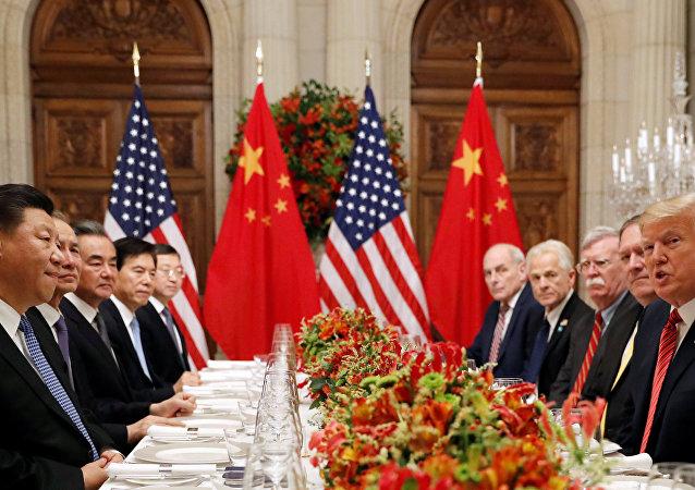 Presidente dos EUA, Donald Trump e o líder chinês Xi Jinping, durante negociações entre EUA e China no G20, na Argentina
