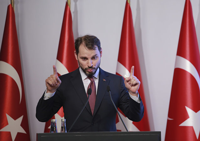 Berat Albayrak, ministro das Finanças da Turquia, durante conferência em Istambul.