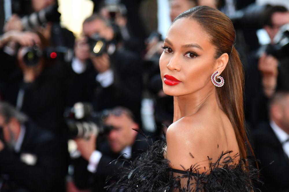 Modelo porto-riquenha Joan Smalls durante o Festival de Cannes 2018