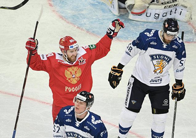 Jogador da Seleção Russa de Hóquei no Gelo comemora título da Copa do Canal 1 2018 em São Petersburgo