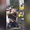 Píton sufoca bombeiro para demonstração de segurança