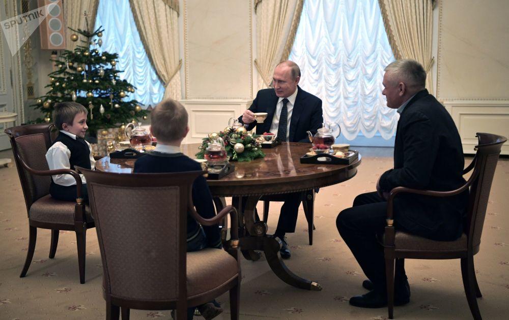 Presidente russo, Vladimir Putin, durante reunião com crianças, Rússia