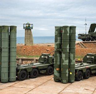 Sistema de mísseis de defesa aérea S-400