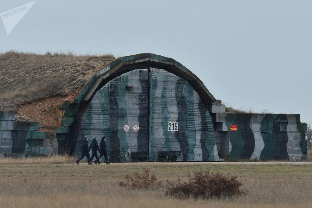 Hangar no aeródromo de Belbek, perto de Sebastopol