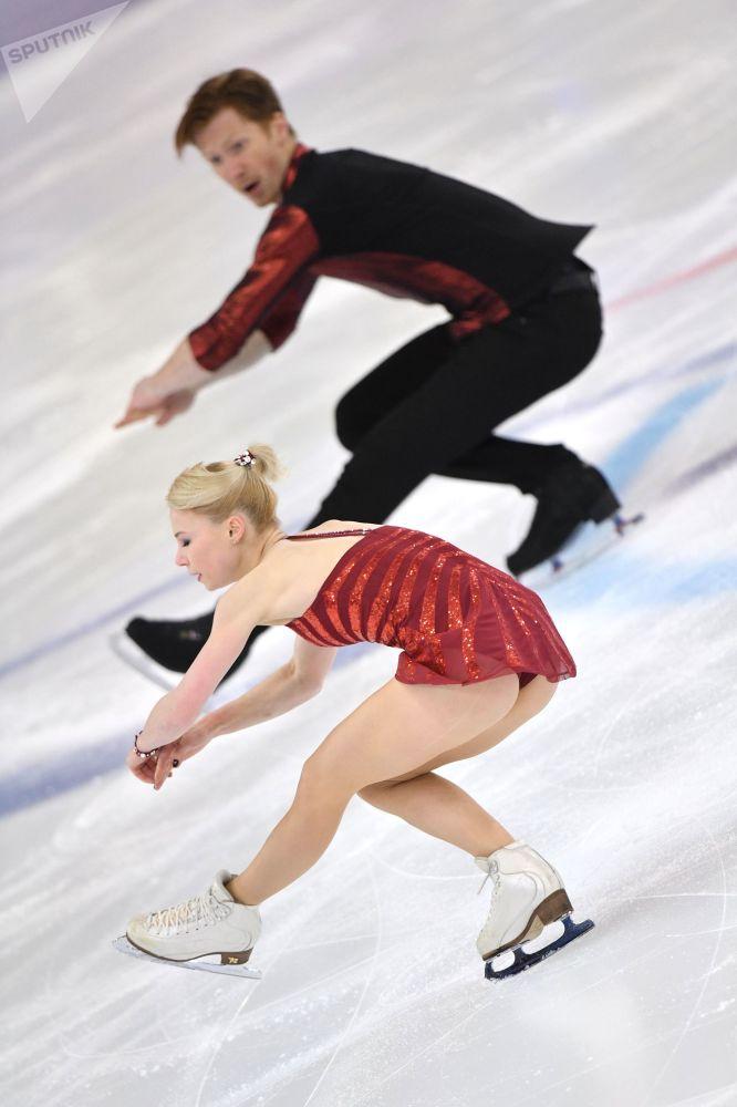 Patinadores russos, Yevgenia Tarasova e Vladimir Morozov, realizam apresentação no Campeonato Russo de Patinação Artística em Saransk