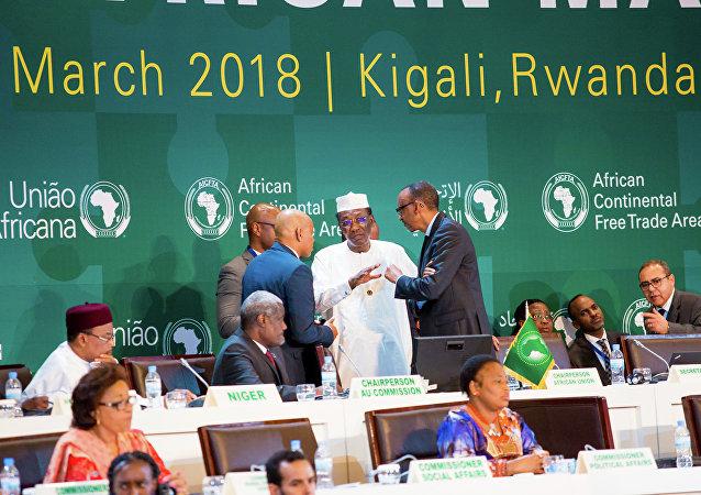 Líderes africanos assinaram o acordo de livre comércio, o maior desde a criação da Organização Mundial do Comércio, 21 de março de 2018