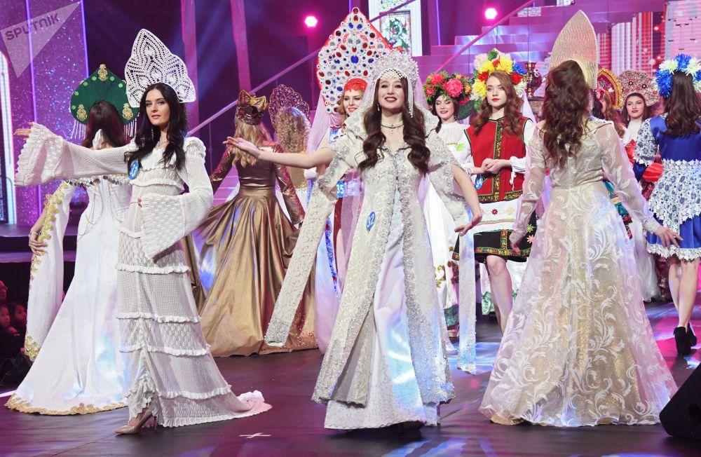 As 60 participantes de três países participam do concurso Enviadas da Beleza 2018