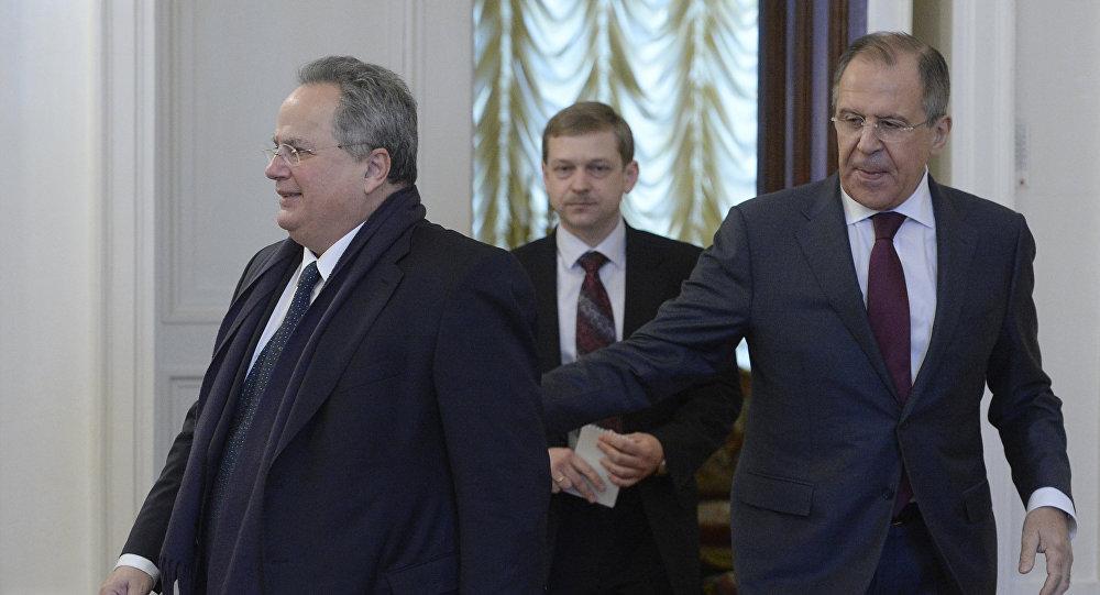 Sergei Lavrov e Nikos Kotzias em Moscou