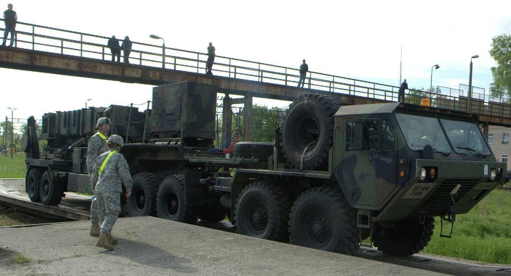 Sistema de mísseis Patriot, fornecido pelos EUA, é estacionado em uma base militar da cidade polonesa de Morąg