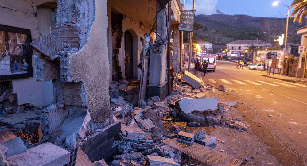 Consequências de terremoto causado pela erupção do vulcão Etna, na Itália (arquivo)