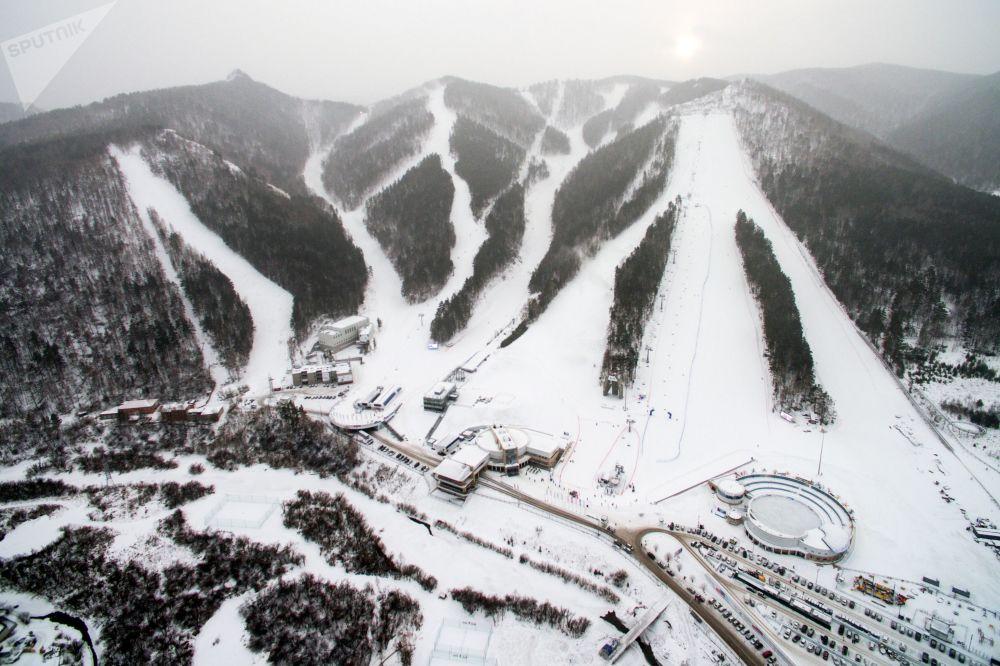 Estação de esqui no complexo esportivo e de entretenimento Fanpark Bobrovy Log, em Krasnoyarsk