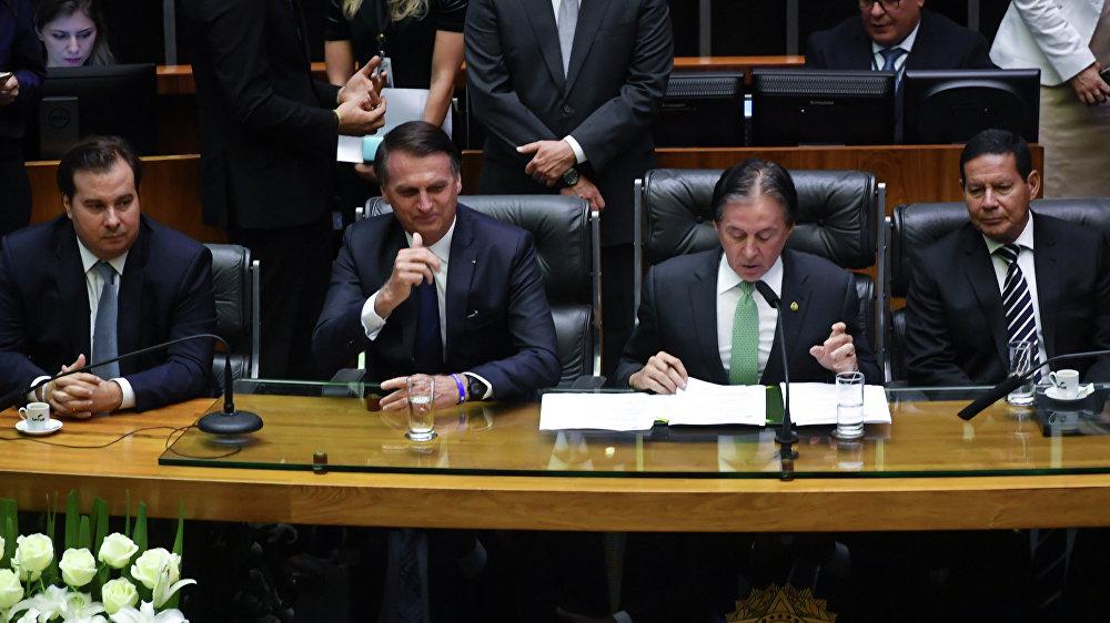 O presidente da Câmara dos Deputados, Rodrigo Maia, o novo presidente brasileiro, Jair Bolsonaro, presidente do Senado, Eunício Oliveira, e o vice-presidente Hamilton Mourão durante a cerimônia de posse