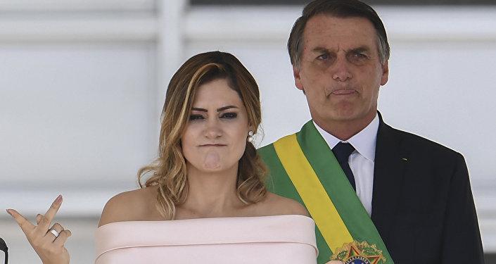A nova primeira-dama do Brasil, Michelle Bolsonaro, faz discurso em libras durante cerimônia de posse do seu marido, Jair Bolsonaro, novo presidente do país