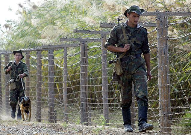 Fronteira entre Tajiquistão e Afeganistão.